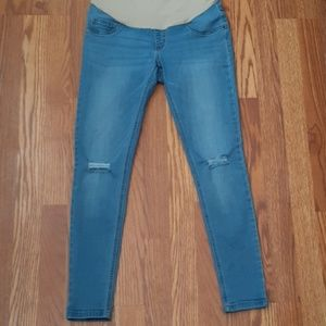 Maternity light wash distressed skinny jeans!